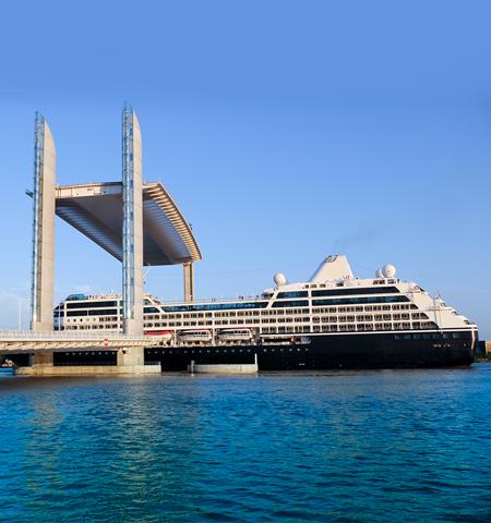 Pont et bateau